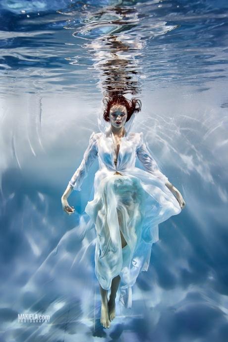 underwater meditate